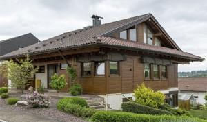 Refernz Maler Mausolf Pforzheim - Ispringen - Eine unserer Kernkompetenzen - Malerarbeiten an Holzfassaden und Holz streichen